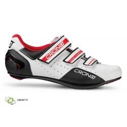 Scarpa Crono CR4 da ciclismo con 3 comodi strappi che permettono una più facile calzata